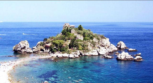 Isola Bella intill Taormina. Sicilien.