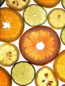 Citrusfrukter, skivade. Mat på Sicilien.